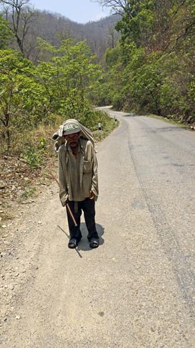 Chudbný muž Nepál