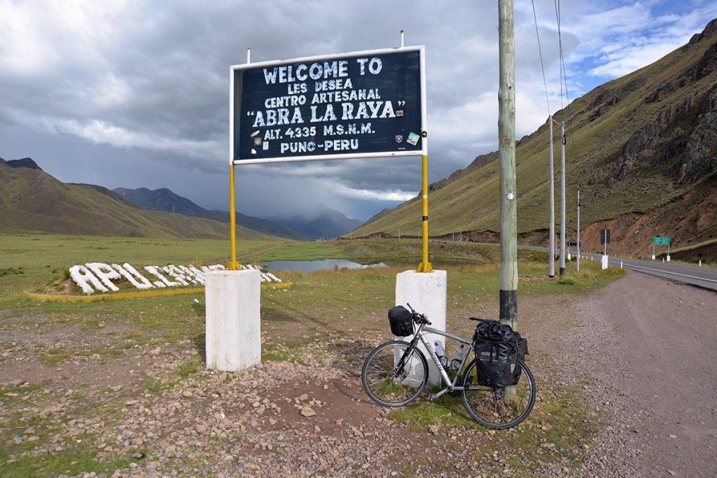 Abra La Raya a bicykel